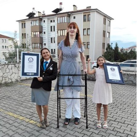 image depicting 24-year-old Turkish woman is world's tallest woman